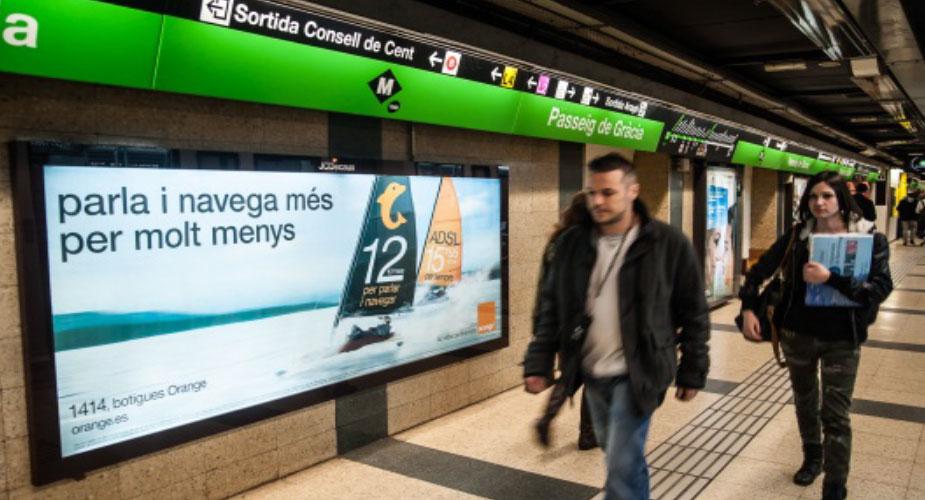 Metro estaciones mural publicidad publicidad for Mural metro u de chile